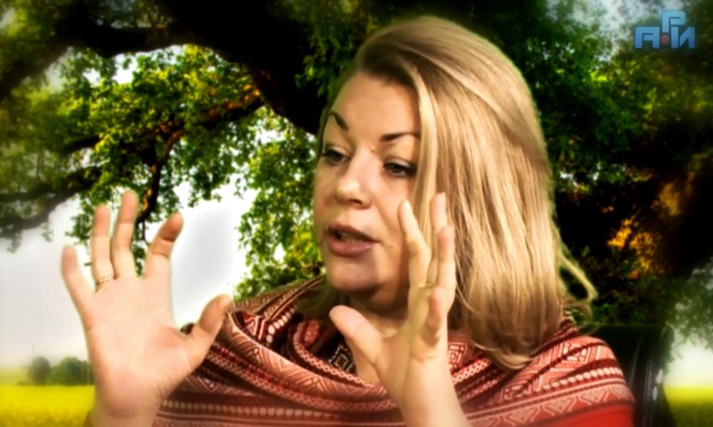 Кто такая женщина - певица Велеслава Захарова
