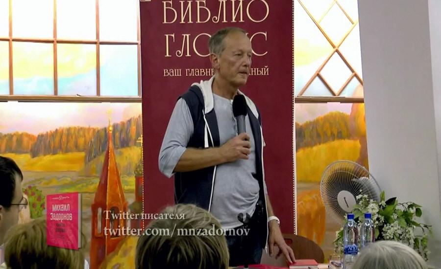 Михаил Задорнов в московском книжном магазине Библио-Глобус в 2012 году