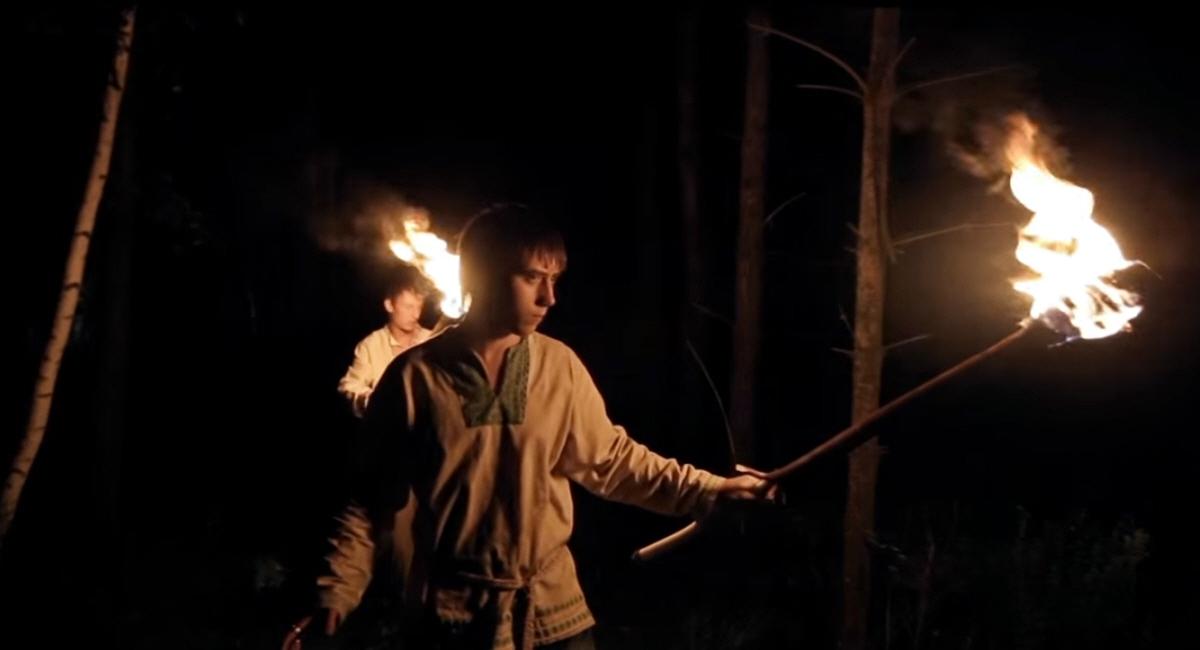 Ночной Лес с факелами