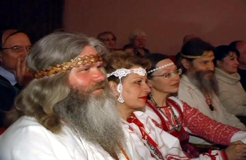 Русские мужики и бабы на концерте Емелина