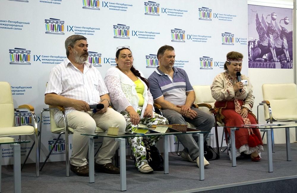 Сергей Алексеев и Александр Угланов на книжной ярмарке в Петербурге 25 мая 2014 года