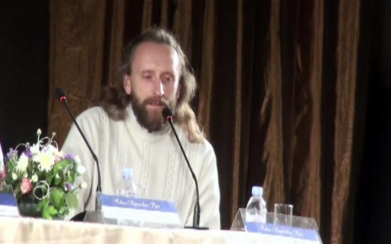 Валерий Синельников за круглым столом на Третьем Всероссийском Конгрессе Ведической культуры ариев-индославов в Санкт-Петербурге 26 ноября 2011 года